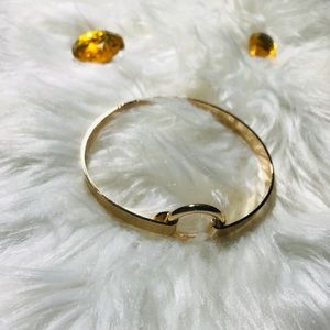unbranded Jewelry - ❤️Gold buckle style small cuff bracelet❤️
